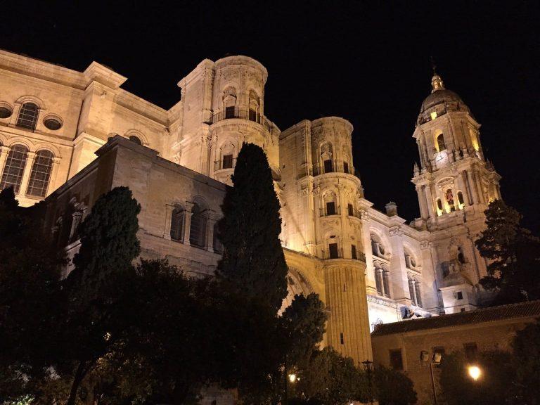 catedral de málaga nocturna