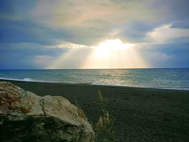 playa torre del mar en velez-malaga