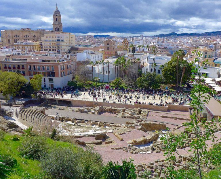 partes del teatro romano de Málaga